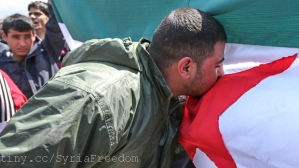 Syrian kissing Independence flag